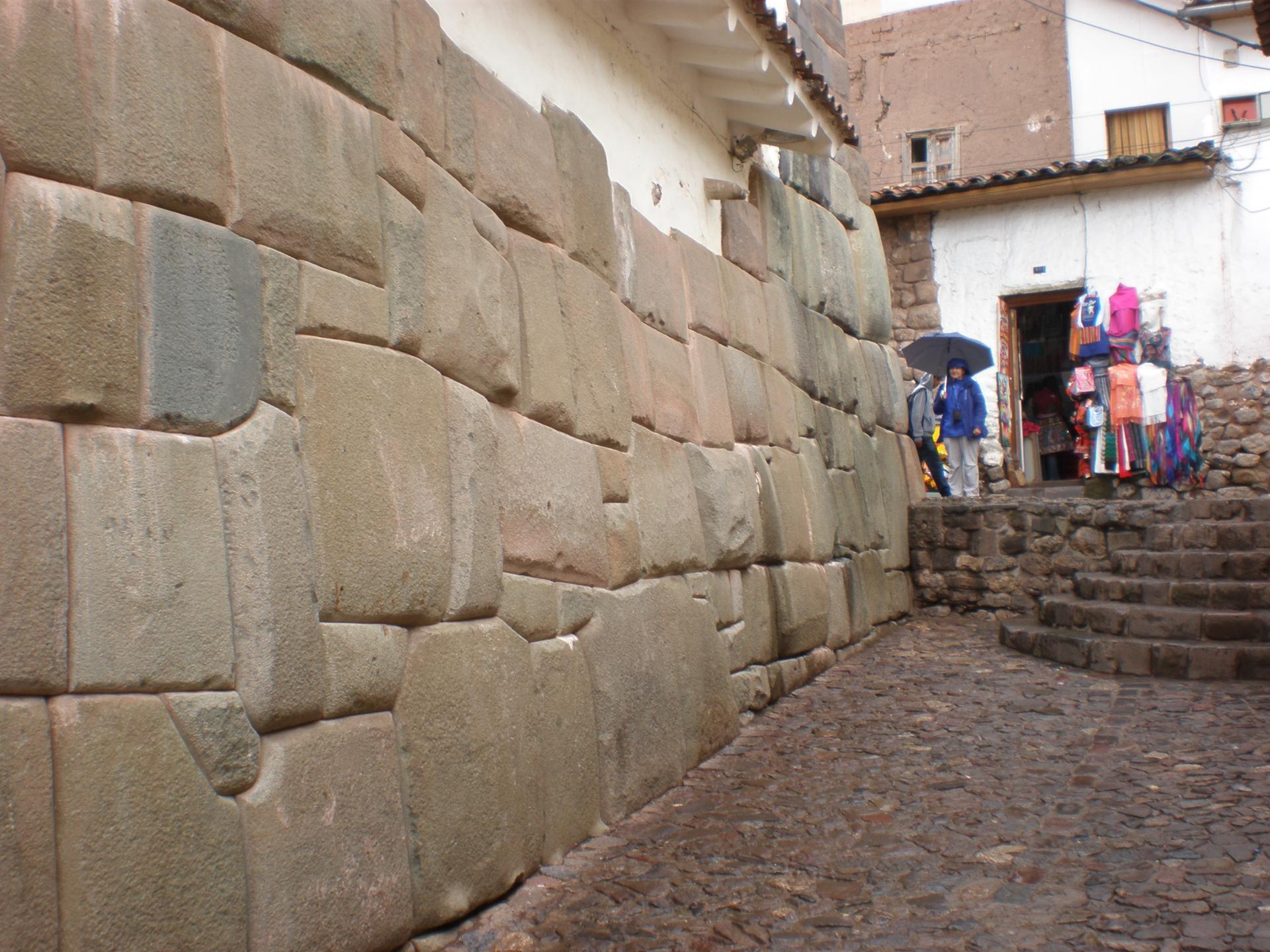 Vestiges de murs incas