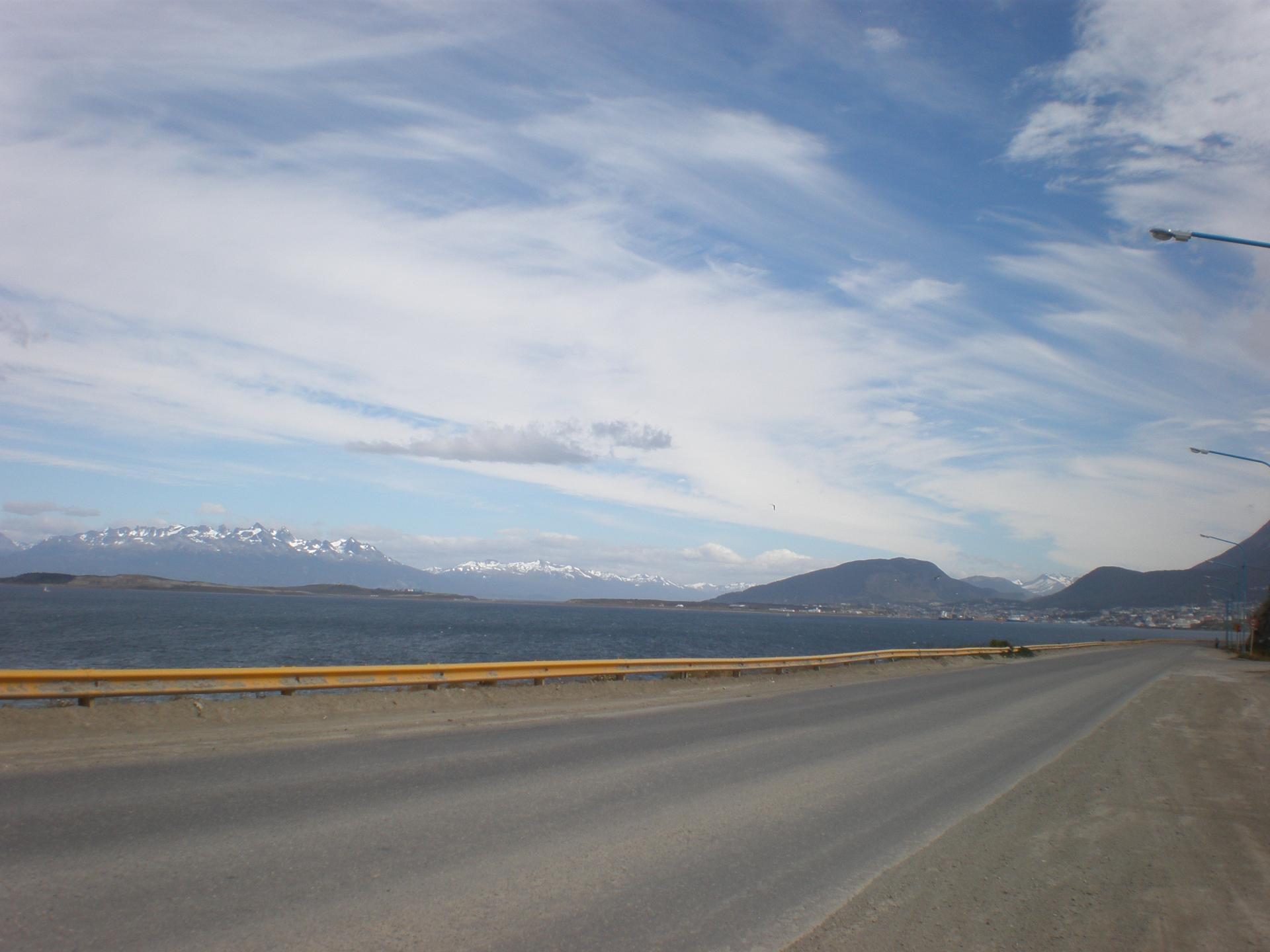 Au loin Ushuaia
